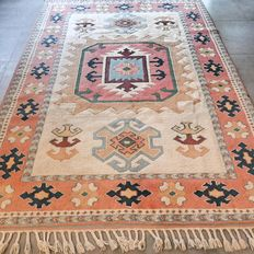 Marvellous, Anatolian, Persian carpet – 261 x 189 – very good condition and superb quality.