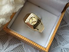 Gold mens' ring Mercedes.