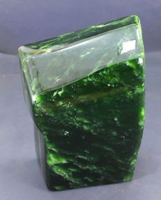 Highly polished, mint green Nephrite - 142 x 105 x 55mm - 2290gm
