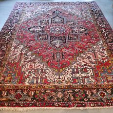 Wonderful, large, Persian, Heriz carpet with great appearance - 281 x 226.