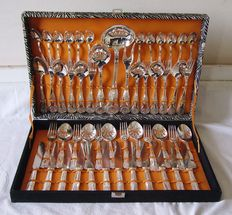 Cutlery set in silver plated metal with 51 pieces + table utensils