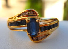 Yellow (18 kt) sapphire ring + 10 calibrated sapphires and 6 diamonds