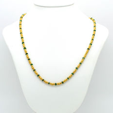 Elegant 18 kt solid gold necklace, with faceted emeralds.
