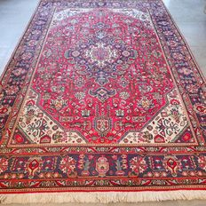 Regal Tabriz Persian carpet – 290 x 200 – superb condition – with certificate