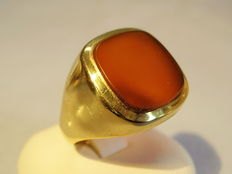 Antique, gold men's ring with fine carnelian plate circa 1940