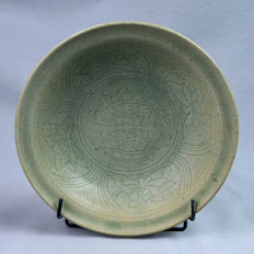 China / Thaï, celadon charger - Diam. 23,5 cm