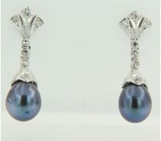 14 kt white gold earrings with cultured grey blue pearl and diamonds