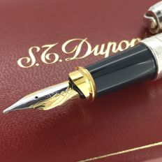 DuPont Fountain Pen with box, never used