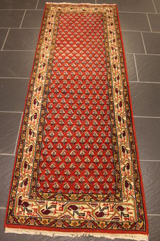 Beautiful hand-woven Oriental carpet, Sarough Mir, 74 x 200 cm, made in India, end of the 20th century