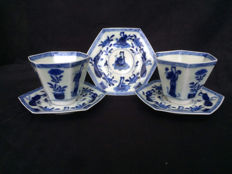 Blue-white porcelain, hexagonal cups and saucers - Japan - 19th century.