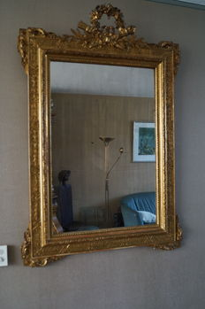 A Louis XVI style gilt wood and gesso mirror - the Netherlands - 19th century