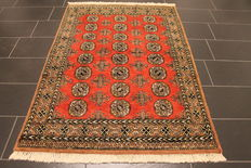 Gorgeous hand-knotted oriental carpet Buchara Jomut silky shine 127x185cm Made in Pakistan, mid of the 20th century