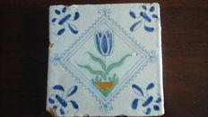 2 square tiles with tulip