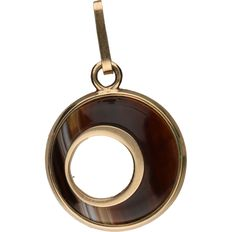 Yellow gold pendant with agate.