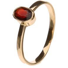 Yellow gold solitaire ring set with a garnet