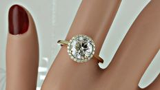 2.28 ct round diamond ring made of 14 kt yellow gold - size 7