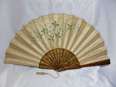 A pericón folding hand fan - wood and hand painted silk - Spain - late 19th/early 20th century