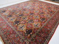 Charming beautiful Persian carpet Bakhtiar/Iran 430 x 325 cm vintage around 1970 classic pattern, natural colours cork wool
