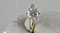1.02 ct round diamond ring made of 14 kt yellow gold