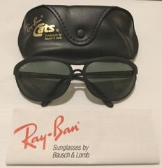 Ray-Ban  - Polarized B&L Lens - Sunglasses - Unisex