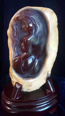 Natural, genuine Brazilian Agate - carving of a woman - on stand - 140 x 80 x 43mm - 478gm