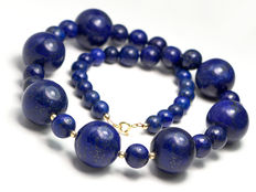 Lapis lazuli necklace with 18 kt gold clasp