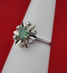 Oval Emerald 0.60ct  & Diamond 0.06ct set on White 18K/750 Gold Ring