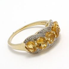 Estate 10kt Yellow Gold  Ring Set With Diamonds and Citrine