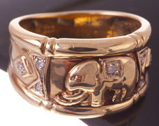 Gold ring, elephant model, set with 0.035 ct diamond, octagon cut.