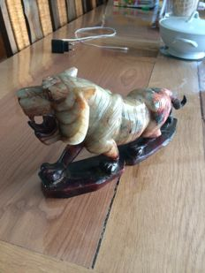 Very large tiger in hard stone - China - late 20th century