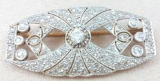 Brooch in platinum and 18 kt/750 rose gold with 131 Diamonds of 2 ct (approx.) in total.
