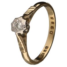 Yellow gold ring set with a brilliant cut diamond of 0.03 ct.