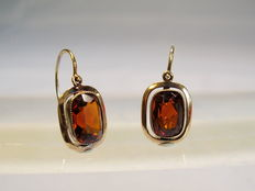 Gold earrings with facetted natural Madeira topazes