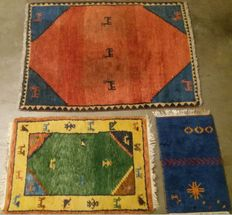 Lot of 3 Persian hand-knotted rugs with animal motifs - Gabbeh, 20th century.