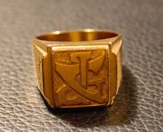 Yellow gold signet ring engraved on head.