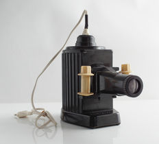 LATERNA MAGICA: bakelite projector with working lamp