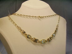 Necklace with aquamarine coloured spinelles