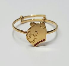 18 k Yellow gold ring with image of Winnie the Pooh
