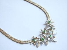 Necklace flower decoration with emerald stones made of 835 silver