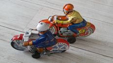 Technofix, Germany - T. T., Japan - Length 15-19 cm - lot with 2 tin motorcycles with frictional / clockwork motor, 1950s/60s