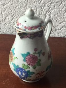 Porcelain famille rose jug with original lid - China - 18th century