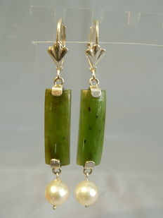 Jade pearl earring made of high quality Candian jade and authentic Akoya pearls