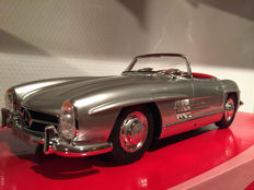 GT-Spirit - Scale 1/12 - Mercedes-Benz 300 SL Roadster - Silver