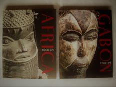 Lot with 2 books (in 3 languages) on African tribal art collections.