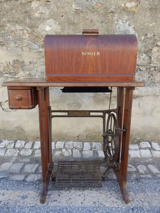 Antique Complete Singer/Simanco sewing machine - model 15J91 - USA 1930´s/40´s.