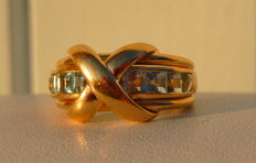 Heavy ring in 18 kt yellow gold with 8 calibrated aquamarines.