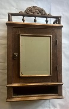 Oak wall cabinet equipped with a crest, shelves and a mirror - The Netherlands - 1st half 20th century
