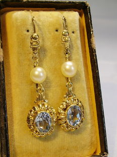 Gold 14 kt earrings with akoya pearls and aquamarine spinelles