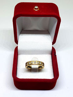 Yellow gold ring rimmed with diamonds, 1.6 ct total