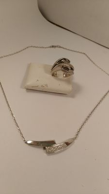 Ring and necklace in 925 silver, with diamond effect